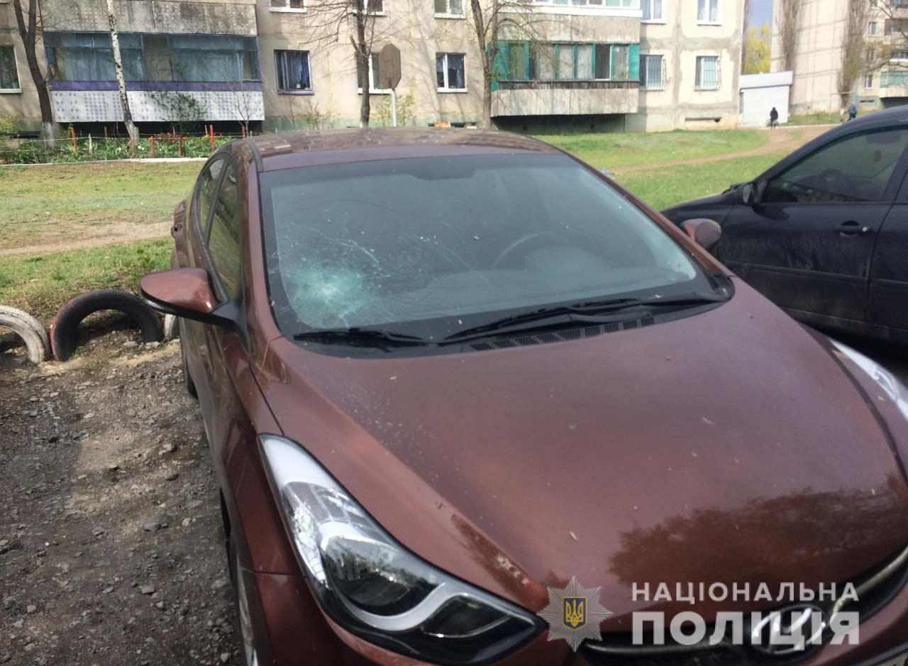 На Днепропетровщине 27-летний мужчина разбил молотком 25 автомобилей