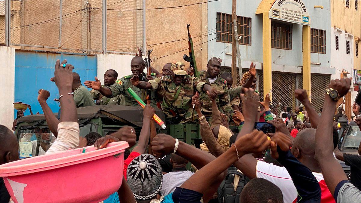 Военный мятеж в Мали: ЕС, Африканский Союз и США требуют освободить арес...