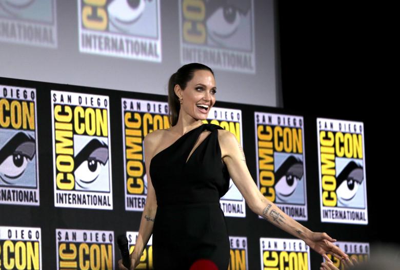 Анджелину Джоли эвакуировали со съемочной площадки на Канарских остров