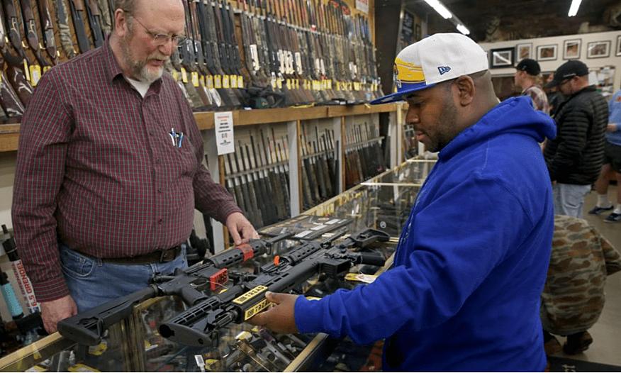 Граждане США начали повально покупать огнестрельное оружие