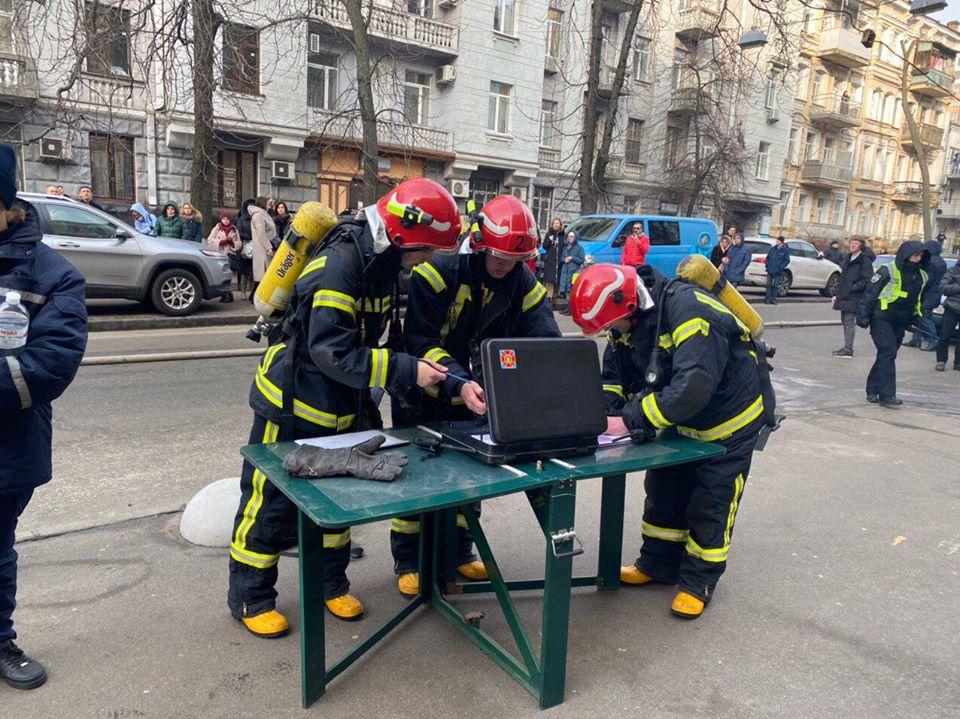 фото в Киеве горит министерство культуры
