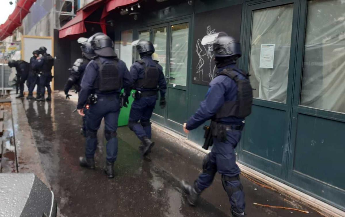 Преступник с мачете ранил двоих человек у бывшей редакции Charlie Hebdo