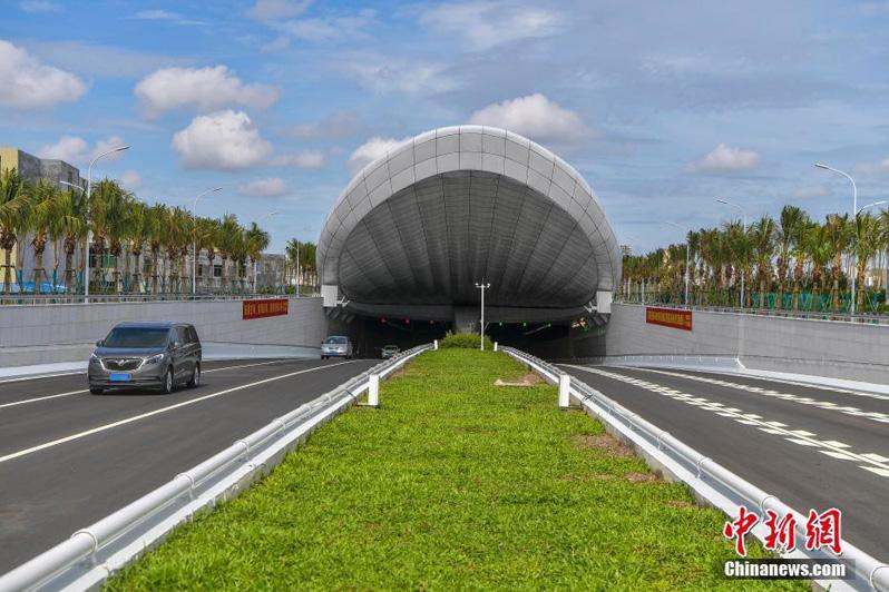 Стройка года: в Китае запустили в эксплуатацию автомобильный тоннель под...