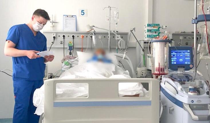 Если число заболевших COVID-19 будет превышать 3000 в день, мест в больн...