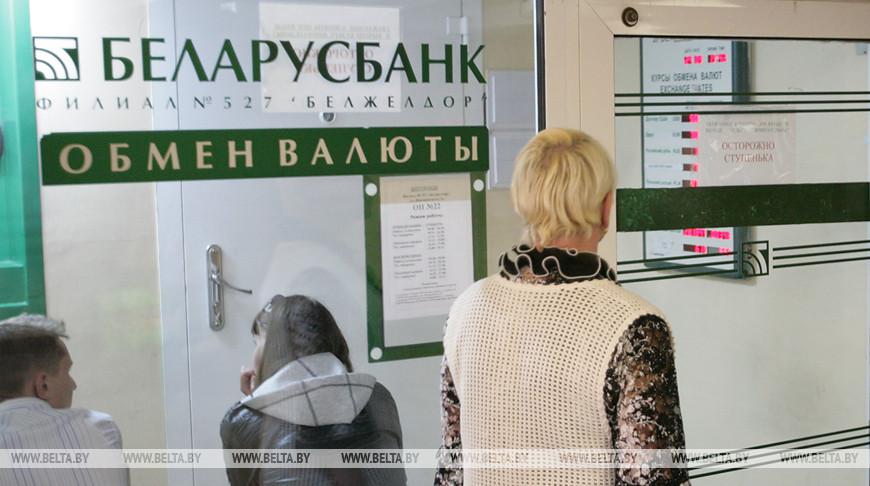 На 12-й день протестов официальный курс белорусского рубля начал падать