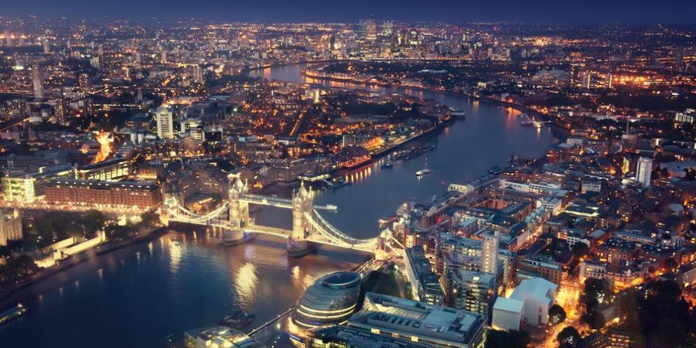 """Лондон разбудил мощный """"взрыв"""": источником шума оказались поднятые по тр..."""