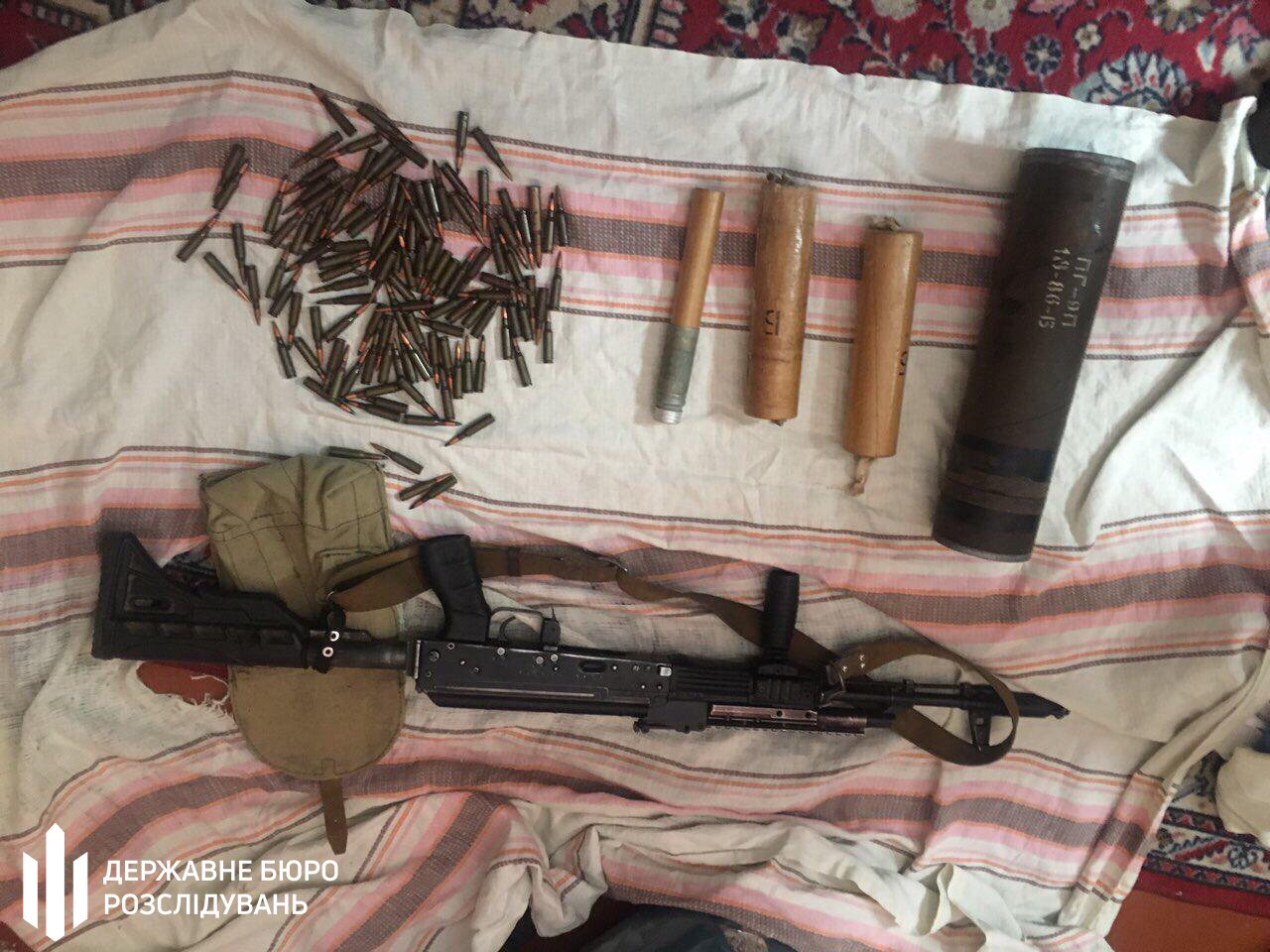 В Николаеве военный из части украл автоматы и боеприпасы