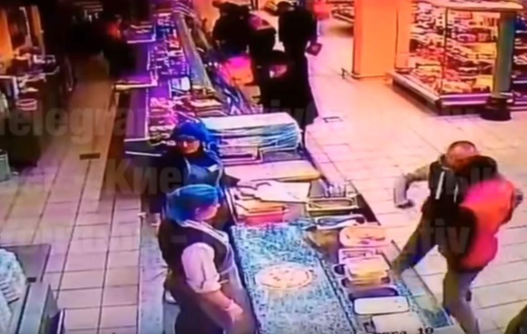 Мужчине, который в киевском магазине одним ударом убил человека, сообщил...
