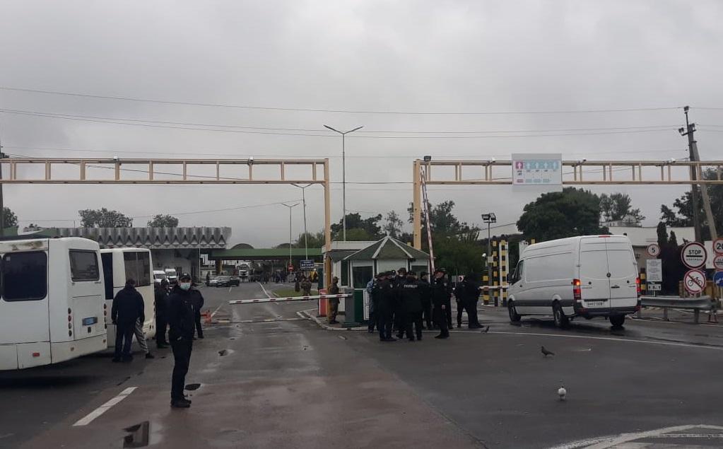 """КПП """"Тиса"""" на границе с Венгрией разблокировали"""