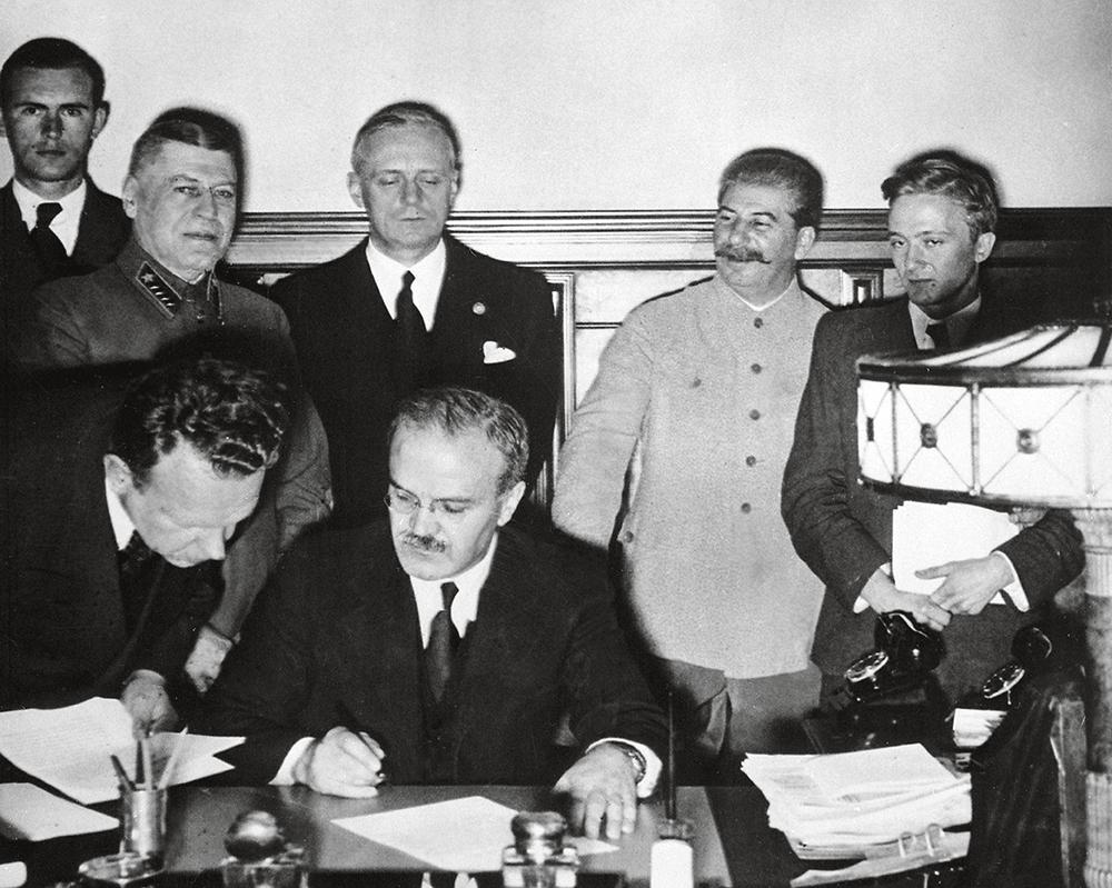Кремлёвский банкет. Как Сталин пил за здоровье Гитлера
