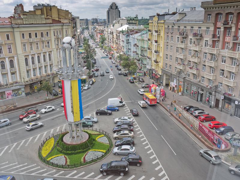 Киевляне против переименования площади Льва Толстого