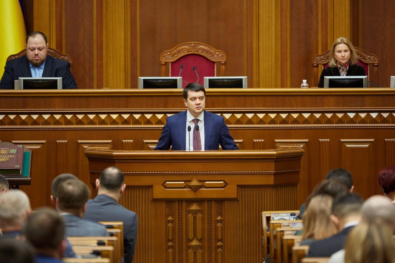 Курс на 300 депутатов. Рада в первом чтении приняла поправки в Конституц...