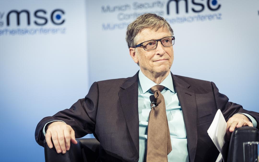 """""""Сумасшедшие идеи меня беспокоят"""". Гейтс прокомментировал теорию о чипир..."""