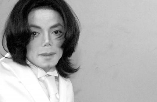 Майкл Джексон награжден посмертно четырьмя премиями American Music Award...