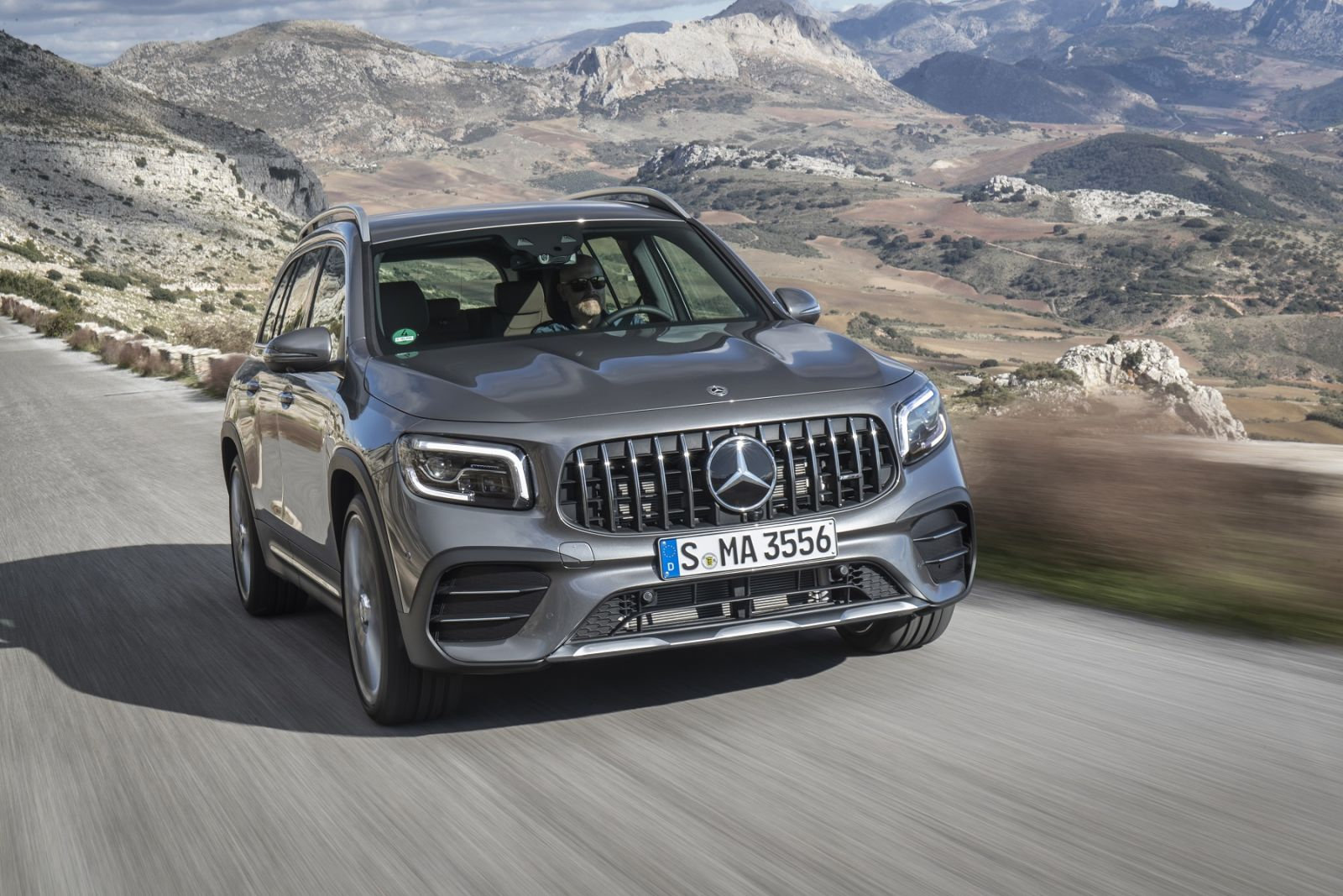 Новый Mercedes-Benz GLB презентовали в Украине