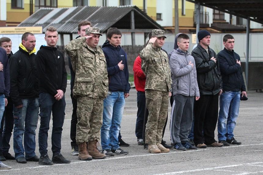 В Киеве весной на срочную службу призовут 780 мужчин