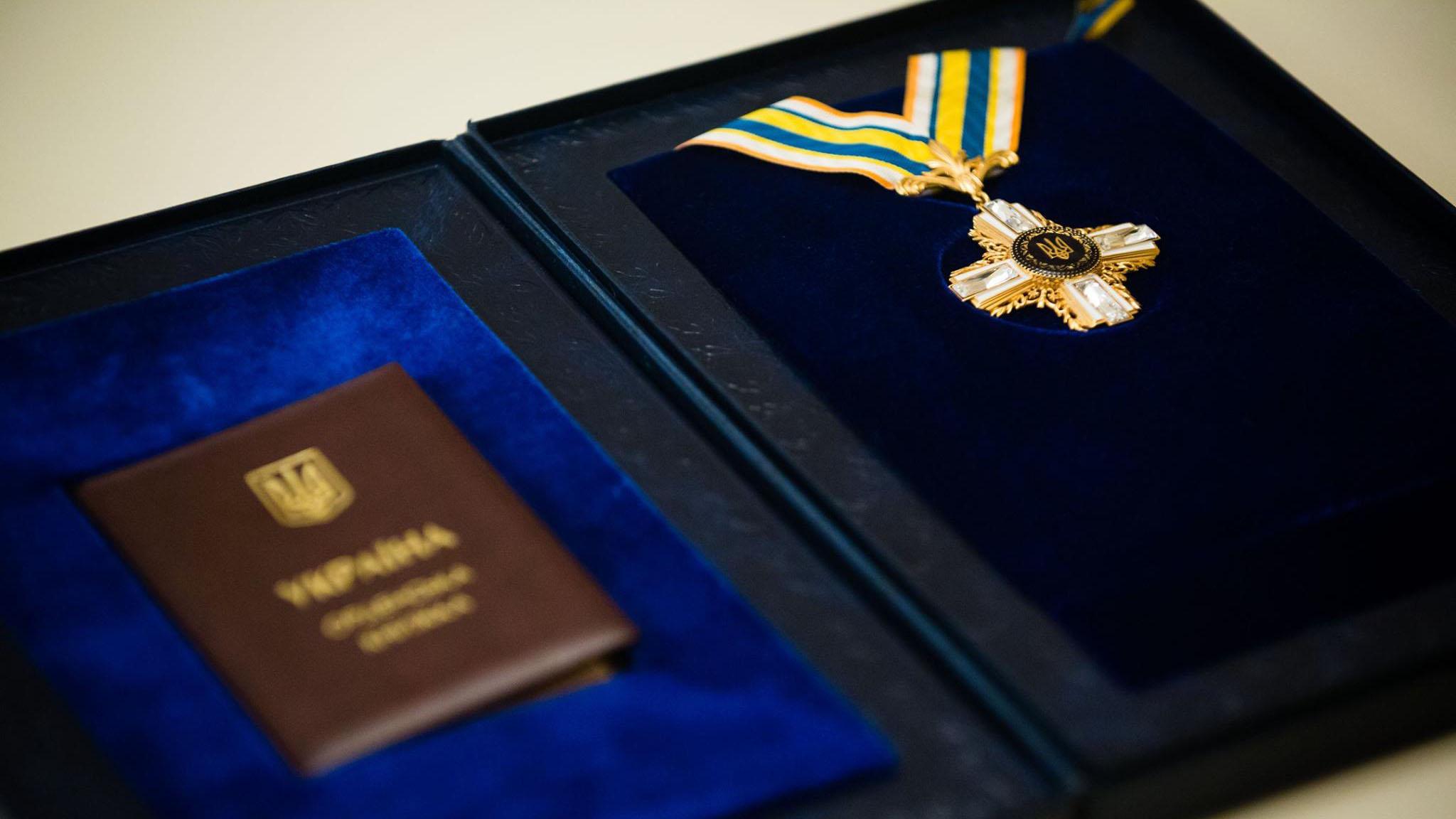 Левко Лукьяненко и Мирослав Попович получили посмертно ордена от Порошен...