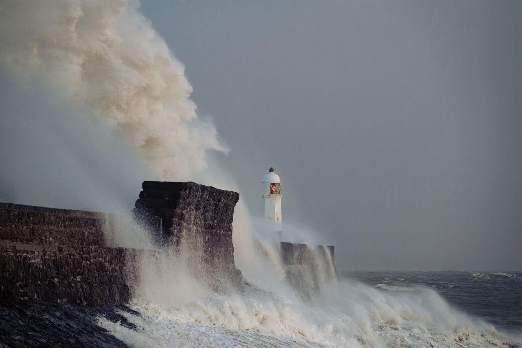 """Наводнения, разрушения и шесть погибших: Европу накрыл """"шторм столетия"""""""