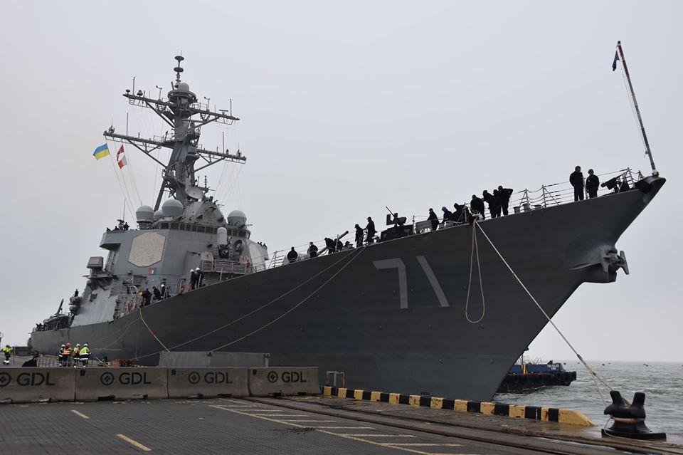 В Одессу зашел американский ракетный эсминец USS Ross