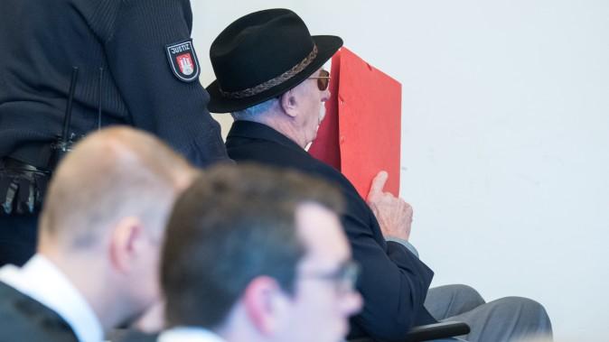 В Гамбурге признали виновным 93-летнего экс-охранника нацистского лагеря