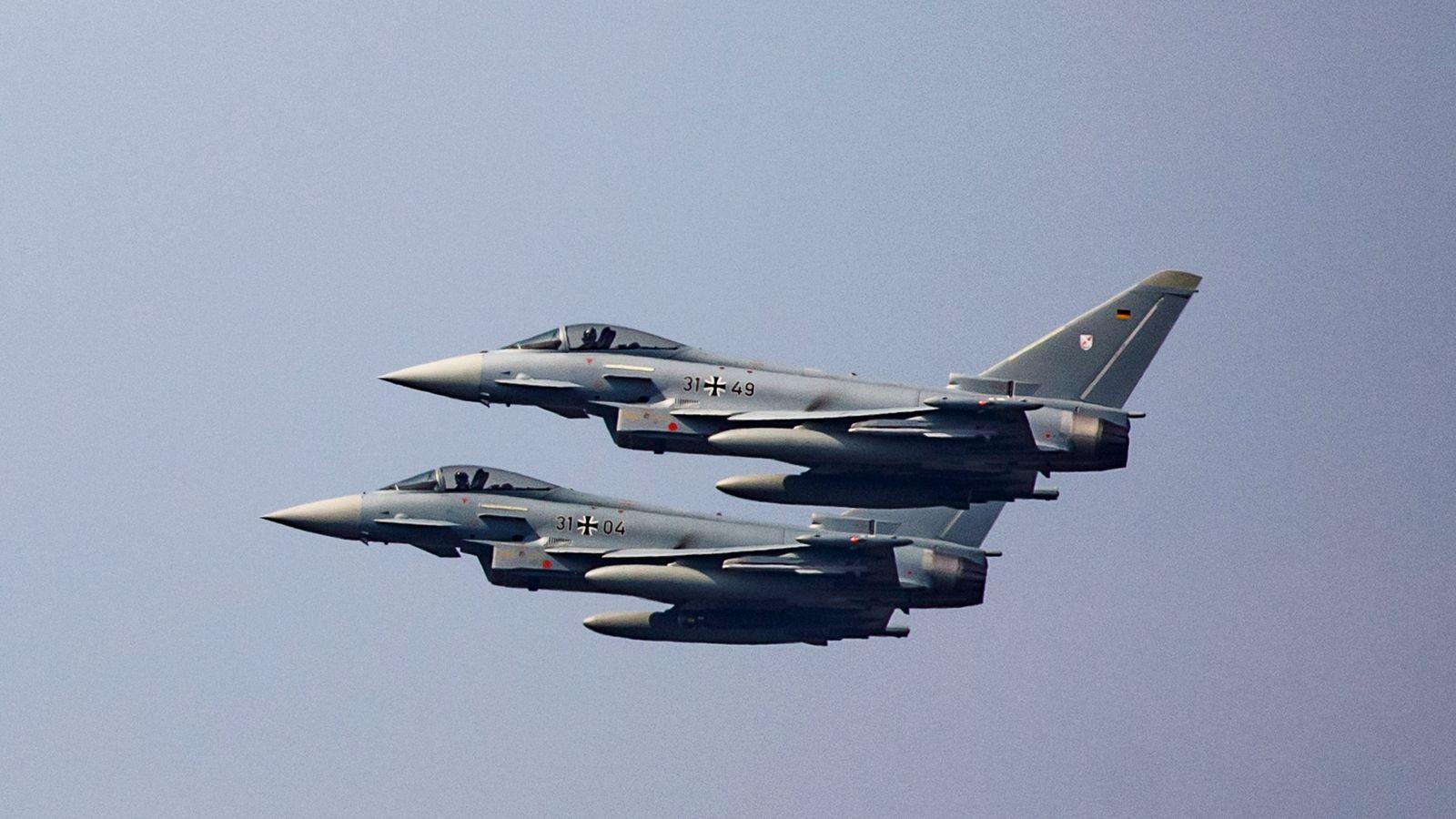 В Германии столкнулись два истребителя: пилоты успели катапультироваться