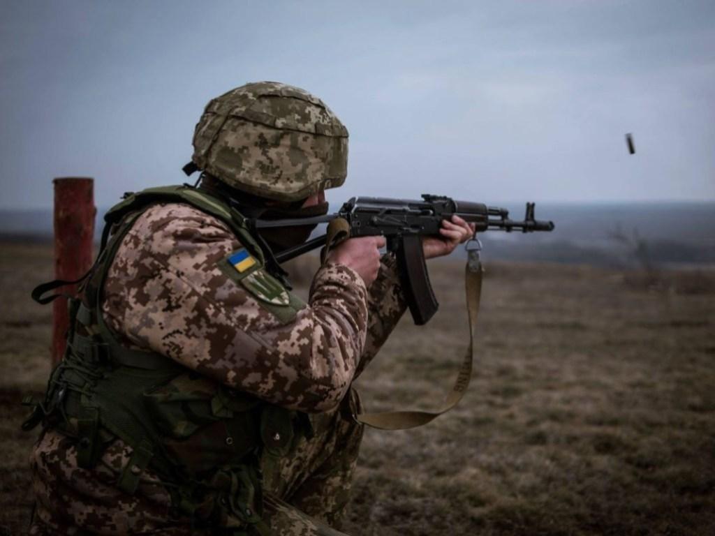 Ситуация на Донбассе: боевики восемь раз обстреляли украинских военных