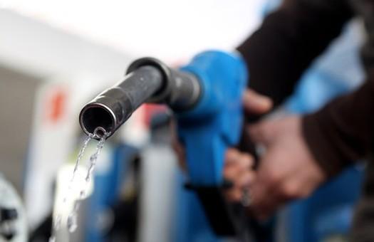 АМКУ обязал нефтетрейдеров снизить розничные цены на бензин