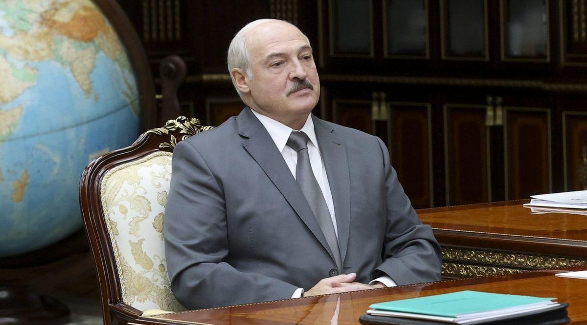 Лукашенко объявил о начале работы по изменению конституции Беларуси