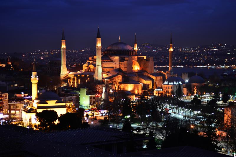 Святая София, став мечетью, будет открыта круглосуточно