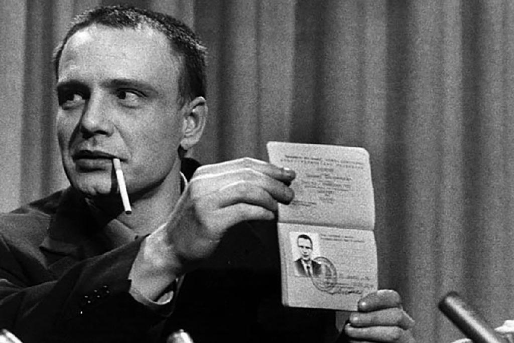 Владимир Буковский, обменяли хулигана, знаменитости умершие в 2019, фото