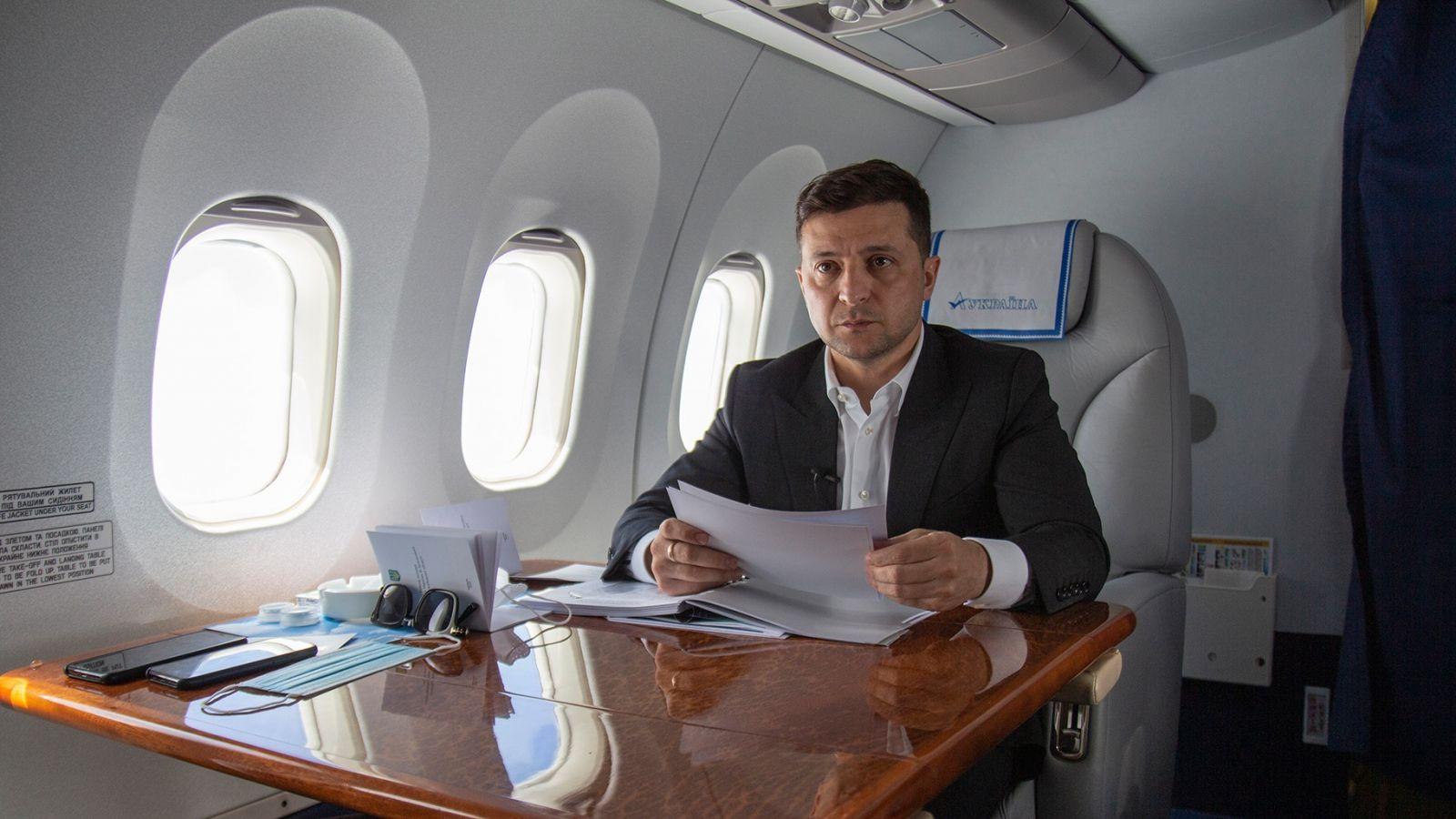 Налогоплательщики заплатили 14 млн гривен за авиаперелеты Зеленского