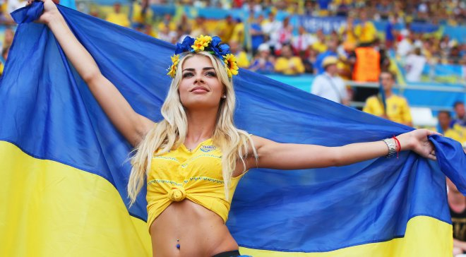 Украинская болельщица стала звездой Евро-2016