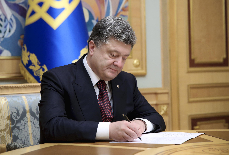 Порошенко подписал указ о развитии оборонно-промышленного комплекса и пе...