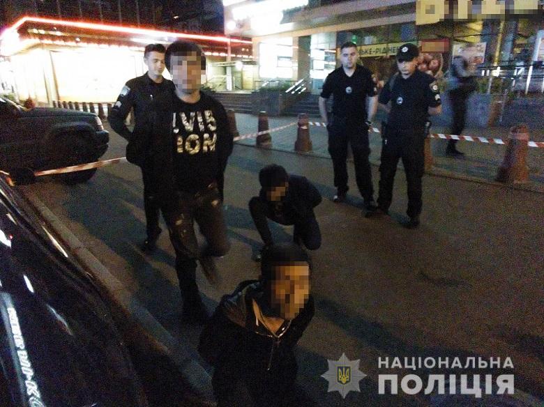 Иностранцы устроили стрельбу в Киеве, ранен человек