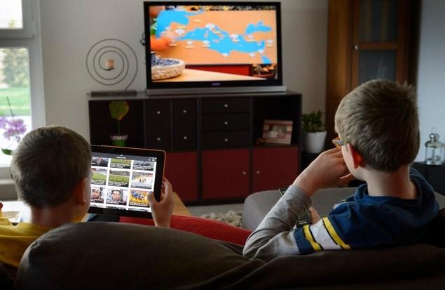 Зеленский предложил показывать школьникам уроки по ТВ