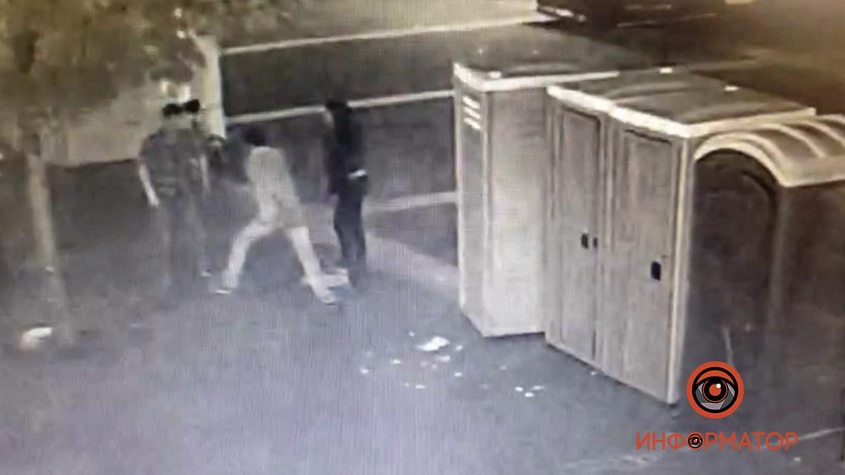 Убийство мужчины на праздновании дня Днепра попало на видео