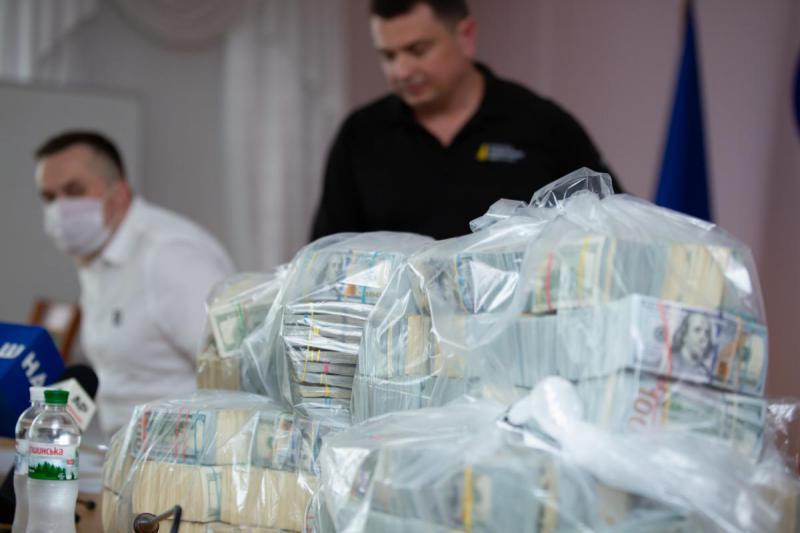 Подарок за $6 млн. Все, что известно о попытке подкупа руководства НАБУ...