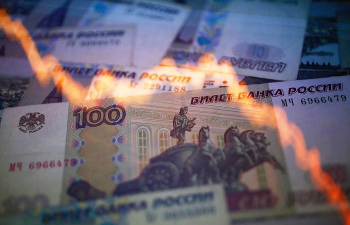Минус 190 млрд рублей. Названы потери бюджета России в мае от падения це...