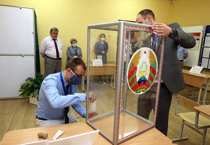 В Беларуси началось досрочное голосование за кандидатов в президенты