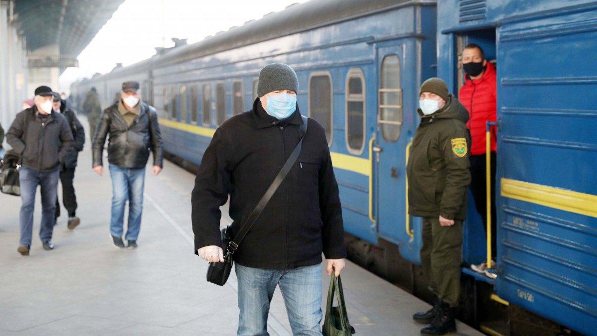"""""""Укрзализныця"""" закрывает продажу билетов еще на шести станциях"""