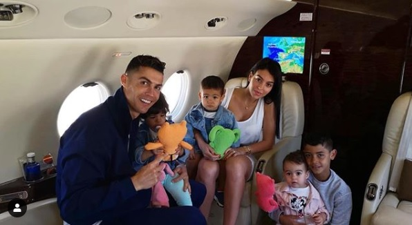 Криштиану Роналду со своей семьей отправился на отдых