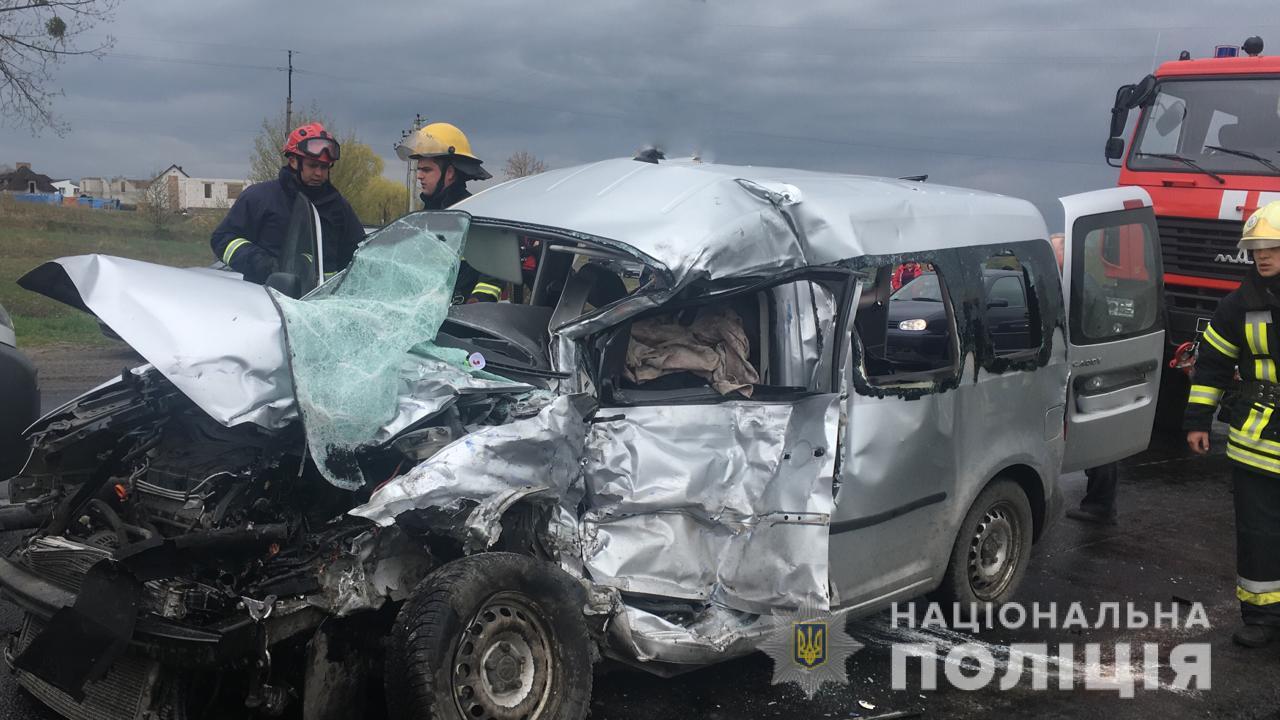На Волыни столкнулись пассажирский автобус и легковушка, трое погибших