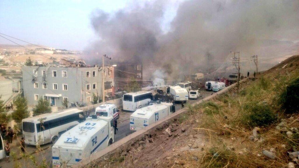 В Турции на КПП полиции взорвали машину с бомбами