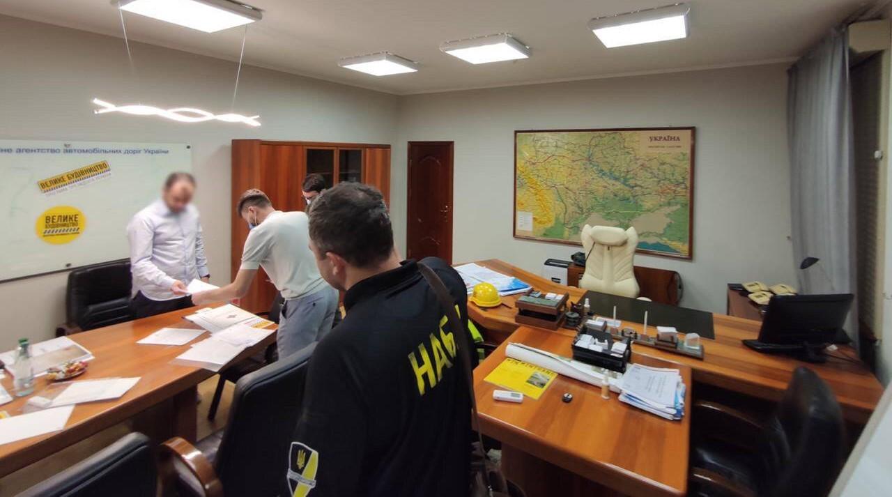 НАБУ проводит обыски у подельников Новака по делу о хищениях в Укравтодо...