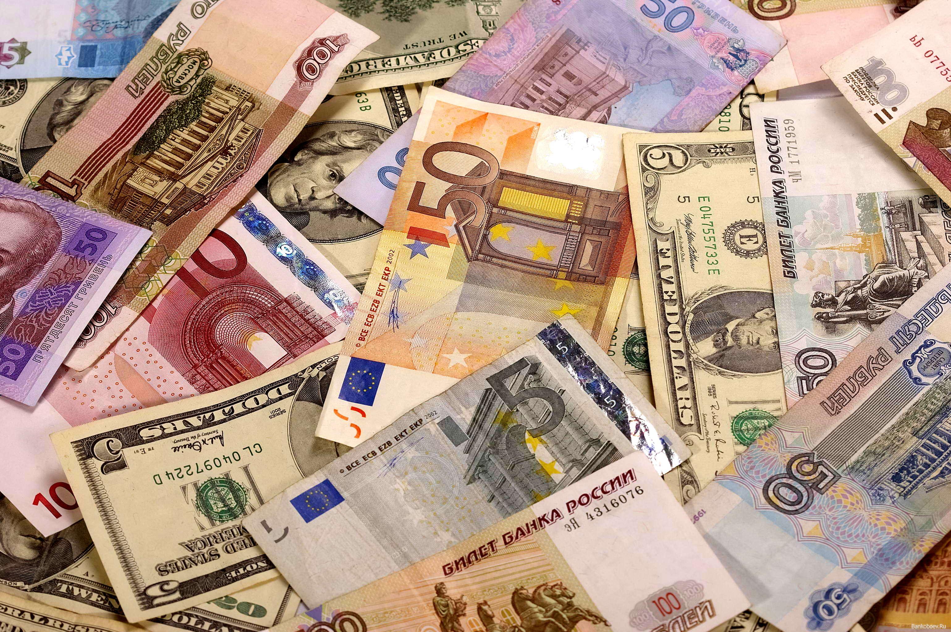 Доллар в обменниках подорожал во вторник