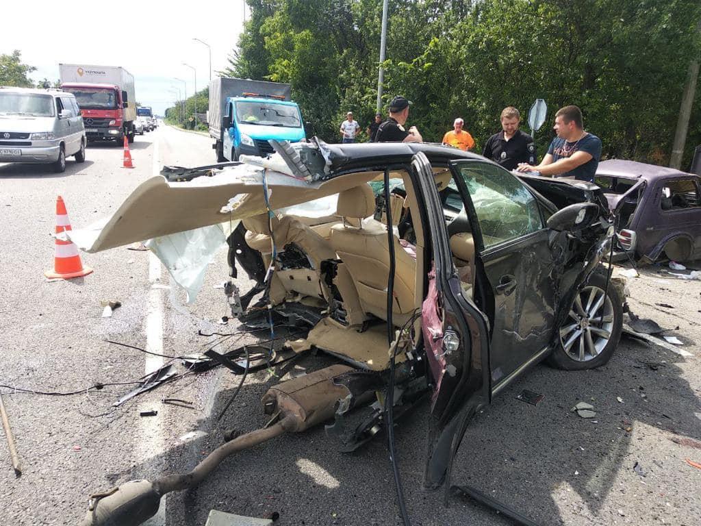 Одна дочь в коме, вторая погибла на месте. Подробности аварии под Львово...