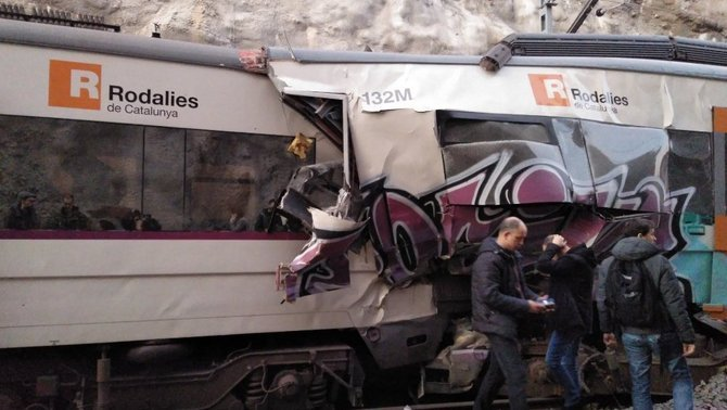 В Испании два пассажирских поезда столкнулись лоб в лоб, есть жертвы