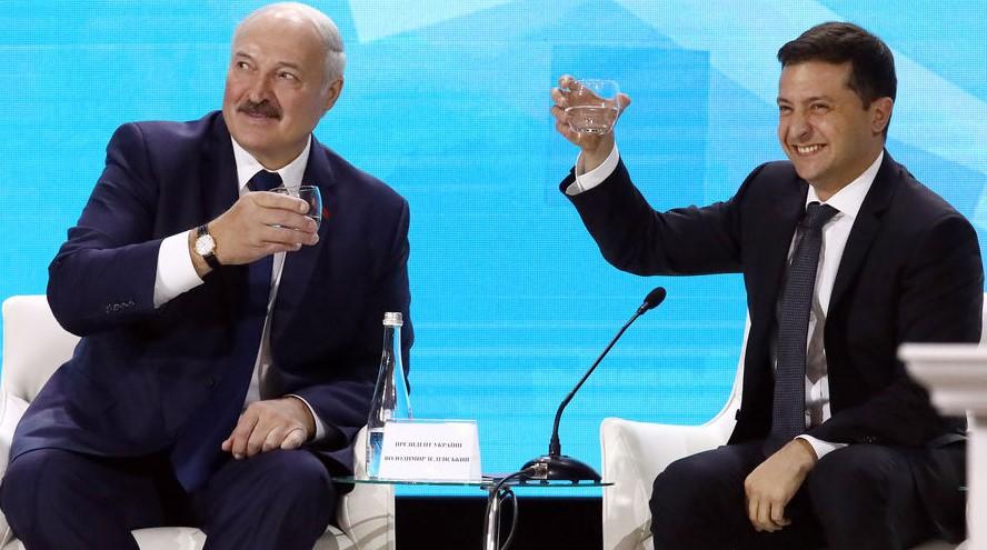 """Лукашенко в знак """"глубокой дружбы между народами"""" подарил Зеленским выши..."""