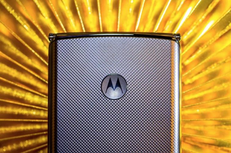 У новой Motorola Razr будет 48-мегапиксельная камера и поддержка 5G, – С...