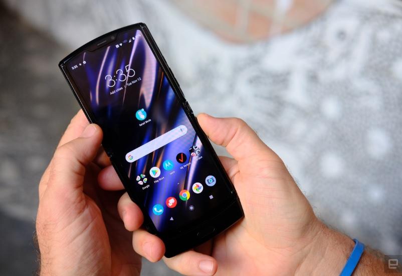 Motorola возрождает Razr: компания выпустила смартфон со складывающимся...